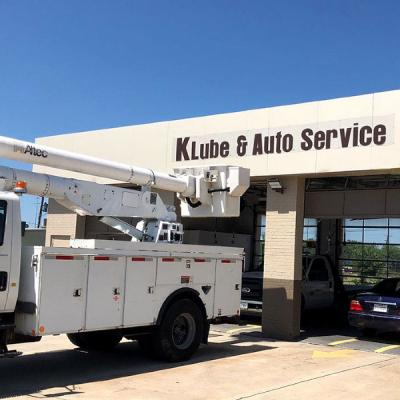 Banner with black letters on white background for an auto service